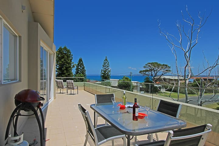 Penthouse on Quay-Views across Jervis Bay
