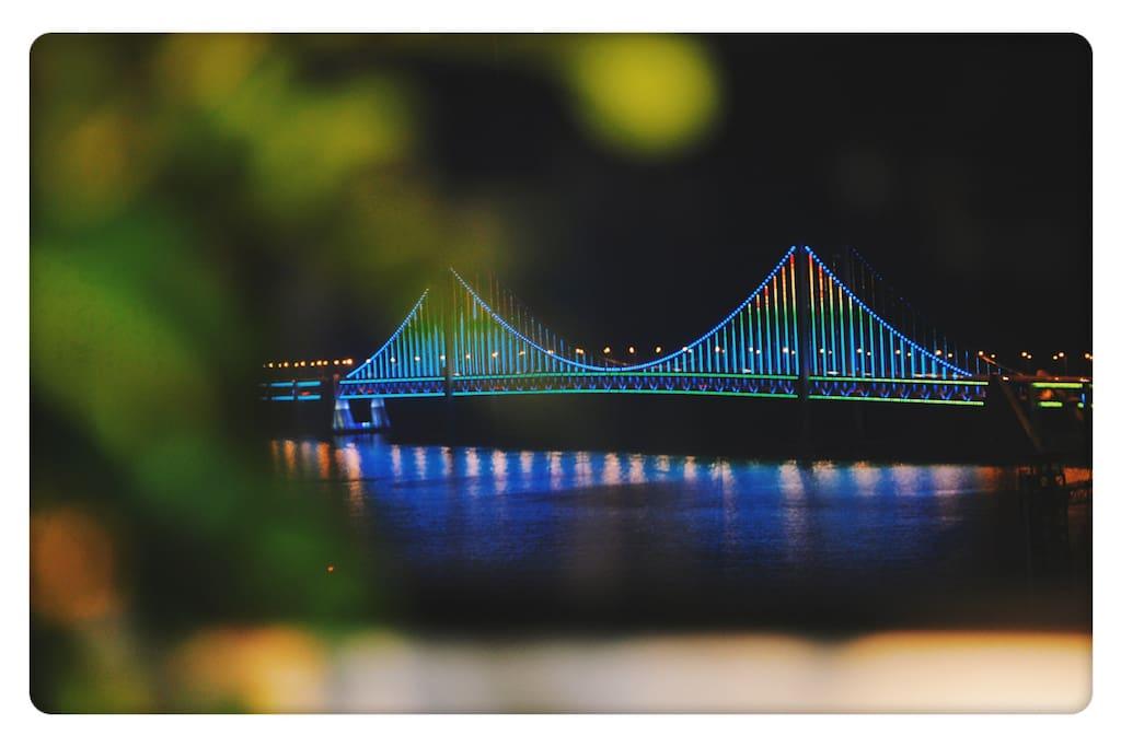 跨海大桥,家中的夜景