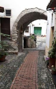 Grazioso rustico in centro paese - castellaro