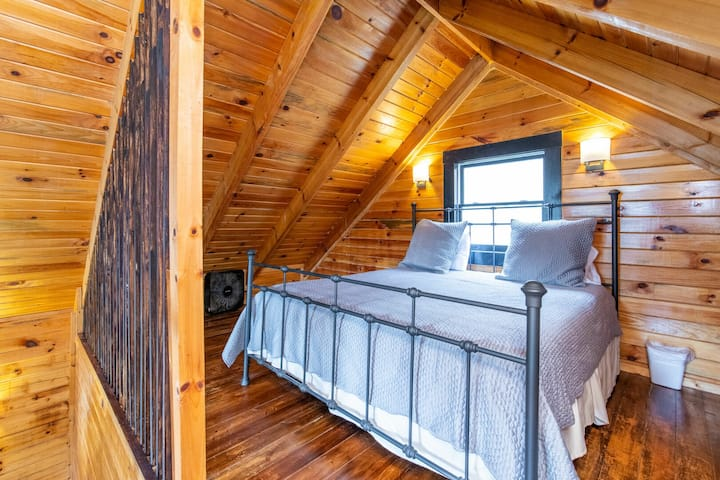 Hot Tub, WiFi, Pet-Friendly - Family Cottage - The Cabin - Red River Gorge, KY!