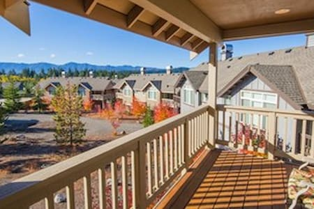 Roslyn Ridge Cozy Vacation Condo Retreat