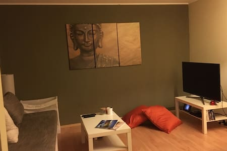 Shared room in cozy apartment in the suburbs - Lejlighed