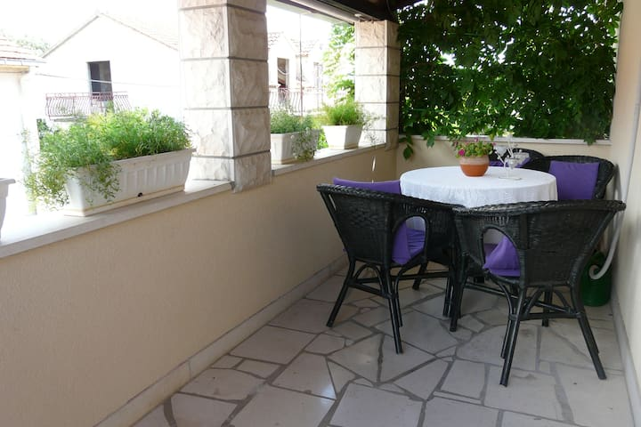 Comfort One Bedroom Apartment with Terrace (Kate) - Supetar - Apartemen