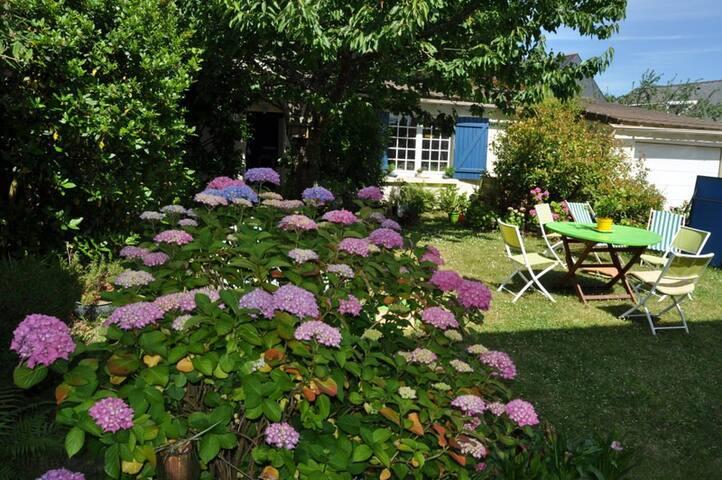 A 2 pas de Nantes Maison jardin - ORVAULT - Huis