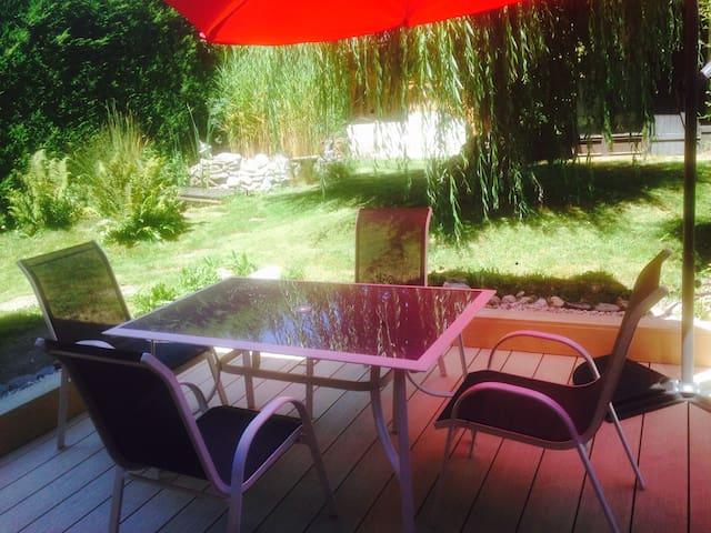 Studio neuf avec terrasse et jardin a 50m du lac
