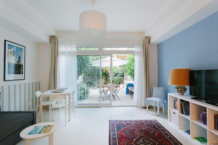 Casetta Azzurra. Cozy apart with garden and bikes.