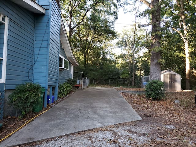RV parking space, 25mins from ATL, pets ok, fenced