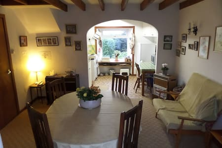 Quiet, retro cottage in Garlieston (pet friendly)