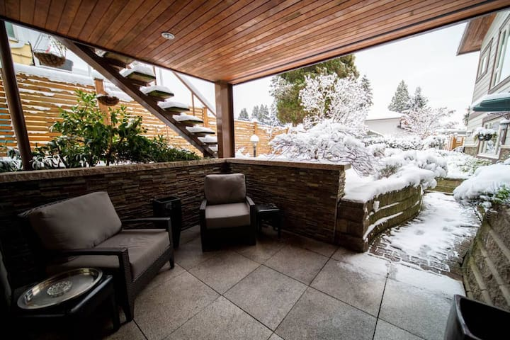 Beautiful private 2 bed suite in West Vancouver