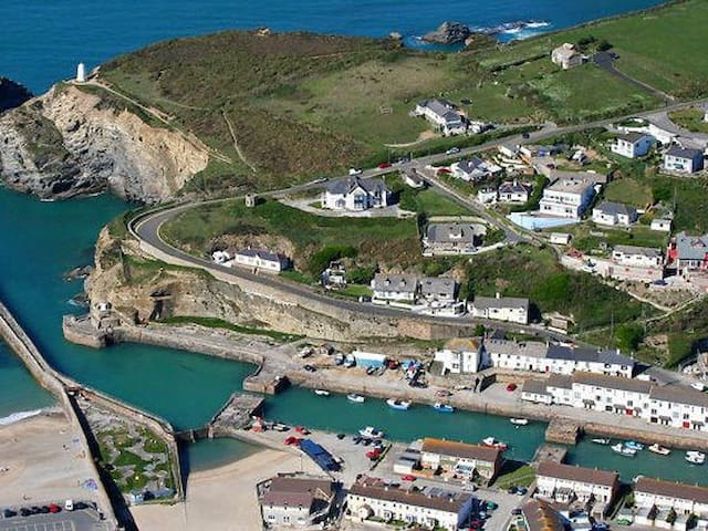 QUAYSIDE COTTAGE, pet friendly in Portreath, Ref 960108