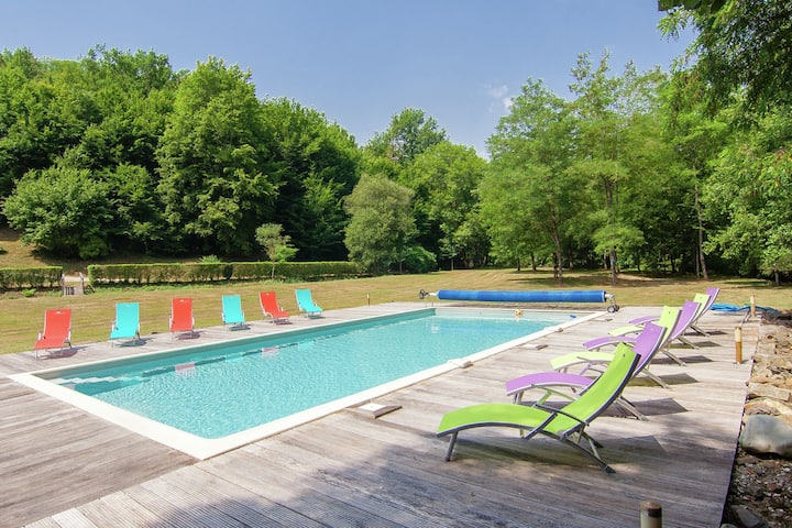 Two authentic holiday homes on a magnificant spot, private heated pool (12x6)