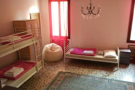 The Academy shared rooms - Venise - Dortoir