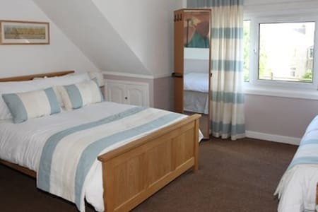 Beveridge Bed & Breakfast - Room 1. Family ensuite