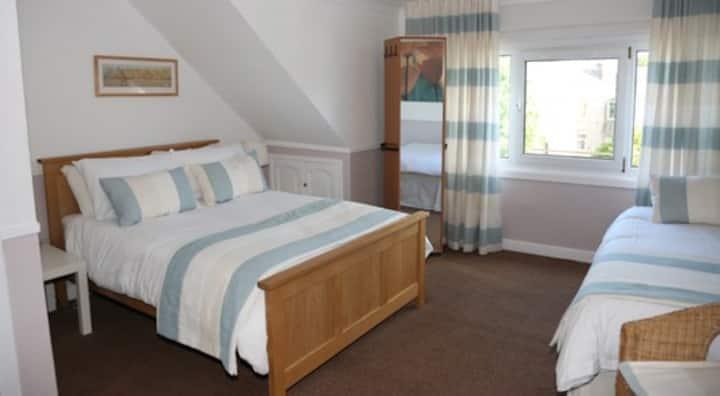 Beveridge Bed & Breakfast - Room 1. Family ensuite