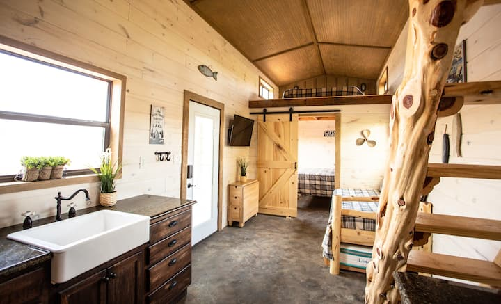 Lake Texoma - Luxury Tiny Home/Cabin 8 - Sleeps 8