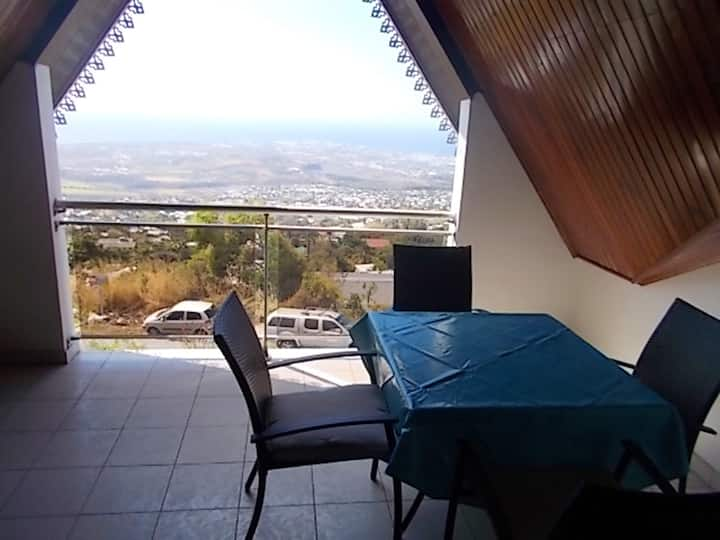 Apartment with 2 bedrooms in Saint-Paul, with wonderful sea view, furnished terrace and WiFi - 12 km from the beach