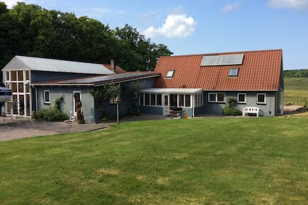 Idyllic country house, close to highway