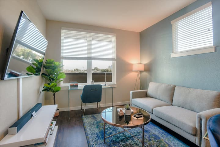 Urban Flat | 1BR In Foster City | Self Check In