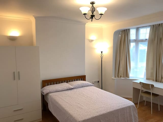 CLEAN and SPACIOUS Double Bedroom Fully Equipped