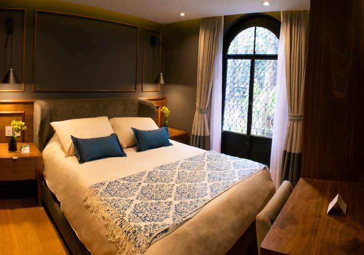 Deluxe Queen Room Balcony · Casa Bis CDMX