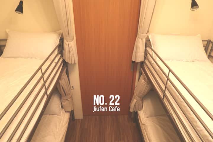 九份 Hostel/(C)女背包客4张床位百万山海美景