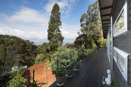 Titirangi - Artzy in West-Auckland - Auckland - Bed & Breakfast
