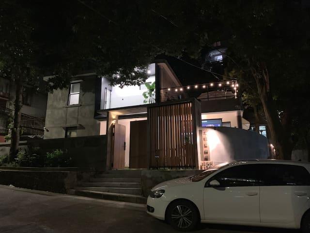 市中心老城区【独栋别墅】近情侣路/日月贝