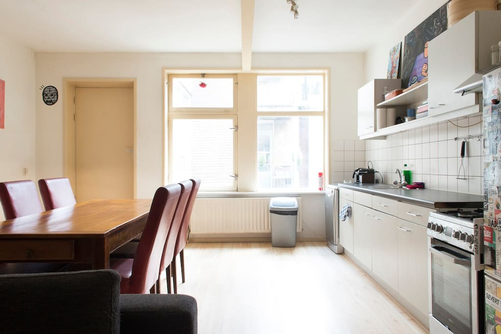Dam square 2floor apartment and 4 double bedrooms for Affitto appartamento amsterdam centro
