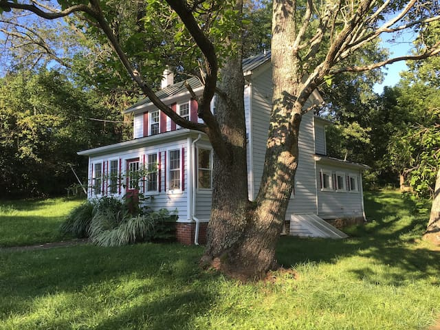 Guest House at Winding Creek Farm - Lovettsville - House
