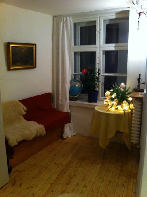 Separates kleines Zimmer  mit Wasserkocher und Kühlschrank, Tee, Kaffee