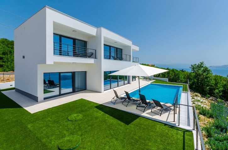 Stunning Villa with pool with beautiful sea view