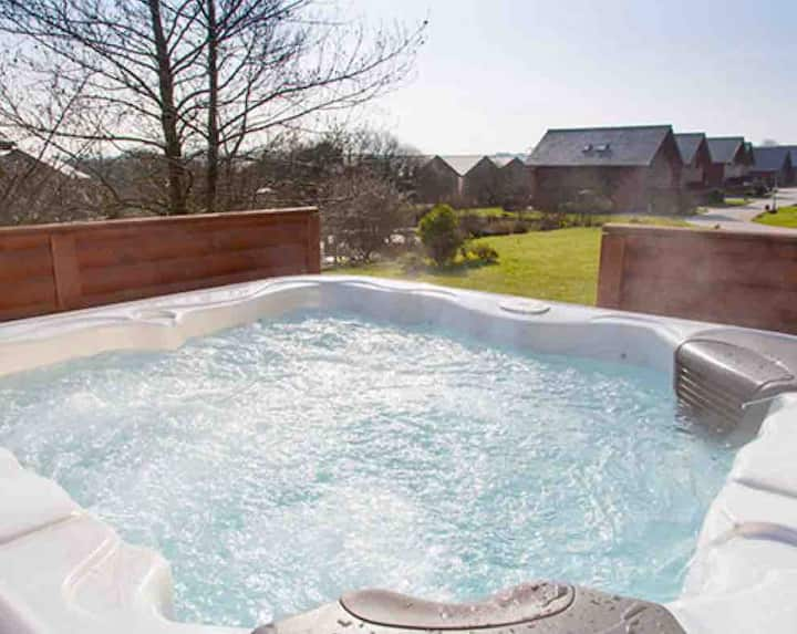 Hot tub,Lux 4 bedroom lodge, WIFI take Dogs🐾 (21)