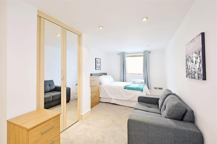 Incredible en suite room river views (42ar1)