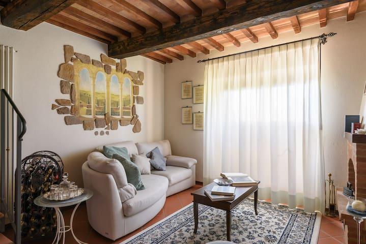 Toscane surplombant la Crete Senesi