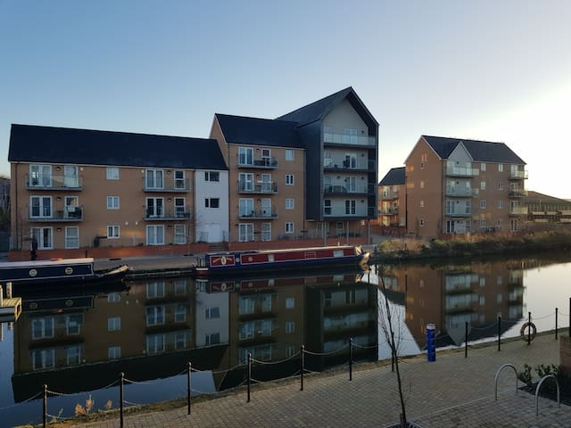 Amazing location! Chelmsford waterfront apartment