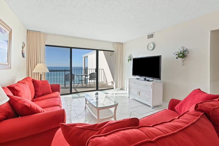 Beachfront condo boasting a shared pool, tennis courts, beach access, & more!
