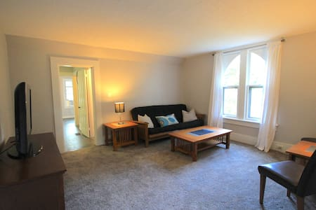 Freshly renovated 2BR charming upper flat