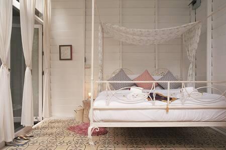 Romance in this Villa!