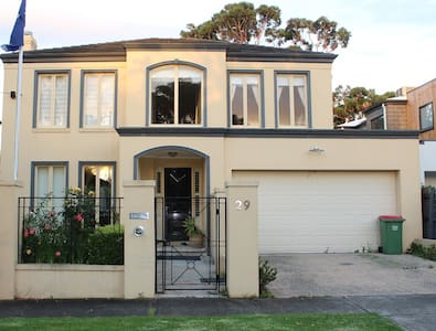Bright Beach House Near Sandringham Station - Sandringham - Rumah