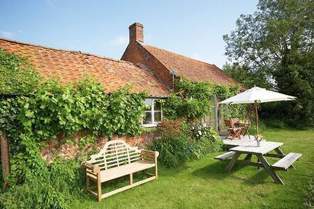 Acorn Cottage - Oulton, near Aylsham