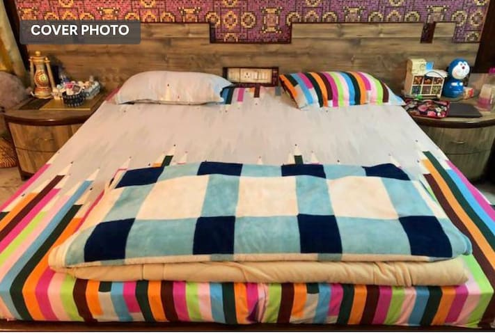 1 comfortable bed with a luxurious room.