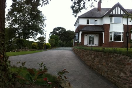 Beautiful house 25 min walk from city centre - Blacon - House