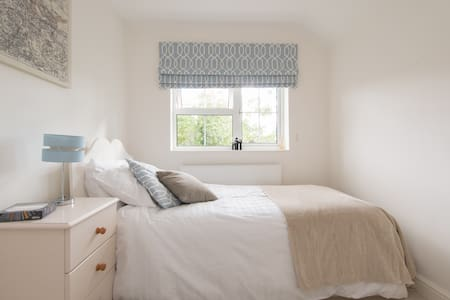 A newly refurbished spacious single - Welwyn Garden City - Hus
