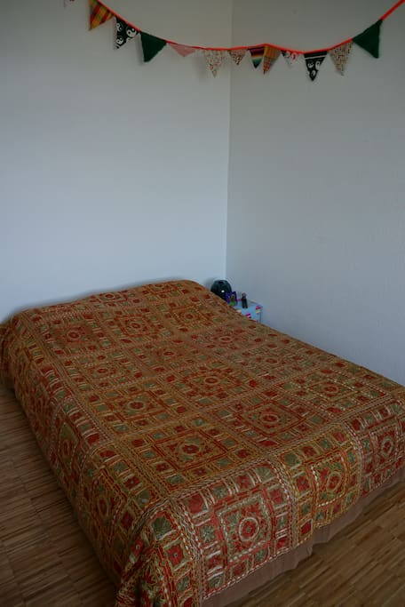 Bed in a 22 m² room