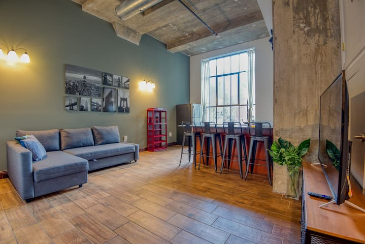 Sosuite | Spacious & Modern 2BR 2BA Loft + discounted on-site Parking