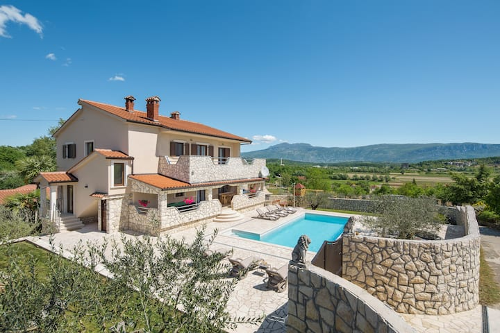 Villa Vesna with heated pool, sauna, jacuzzi
