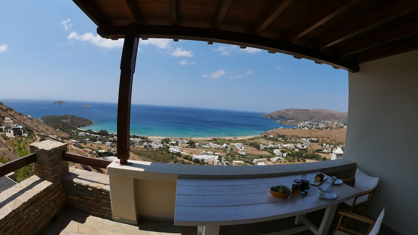 Upper Philoxenia:Couples ideal, atmospheric & pool