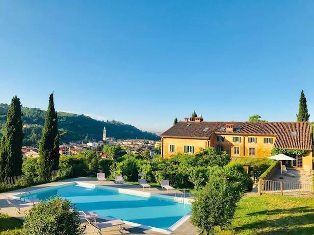 Relax with pool, biological vineyard, 2 km Verona