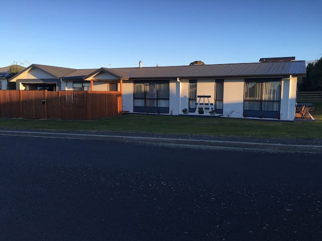 family home in beautiful Ulverstone. - West Ulverstone - Talo