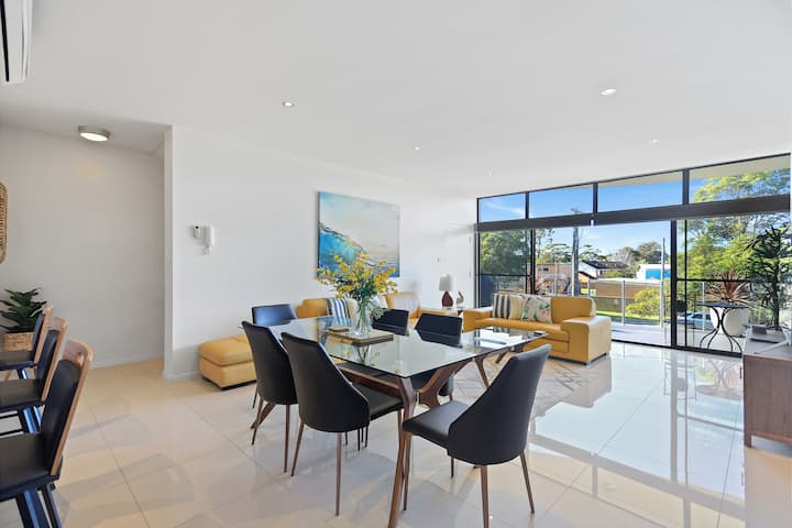 Aqua Shores - 3 Bedroom - Huskisson ( Newly renovated with WIFI, Linen, Netflix and A/C)